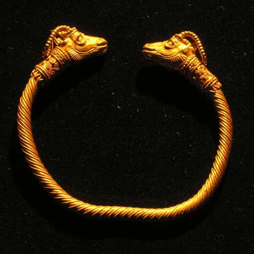 Bracelet-ibex-head-twisted spiral pasargad- Fars